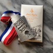 """カリフォルニア発・アートのようなバーデザインのビーントゥーバーチョコレートブランド「ディック・テイラー クラフトチョコレート」が10月末発売。元家具職人らが""""もの作り""""の集大成としてチョコを製作、グッドフードアワードを受賞。"""