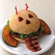 ハワイで14年連続BESTバーガー賞を受賞中「ハワイアンカフェ&ダイナーTEDDY'S Bigger Burgers 表参道」からハロウィン限定「パンプキンバーガー」が発売。