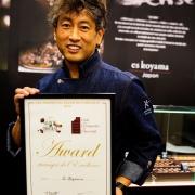 ショコラティエ「コヤマススム」、世界最大のチョコレートの祭典で世界初の快挙。祭典最高位と外国人部門最優秀賞をW受賞。