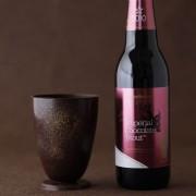 食べられるチョコレート製グラスをセットにしたチョコレート風味のビール「インペリアルチョコレートスタウト」が発売。