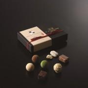 日本一予約が取れない日本料理店「賛否両論」店主・笠原将弘監修の『賛否両論CHOCOLATE』の一般販売が開始。