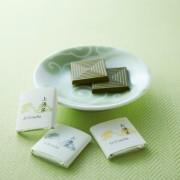 京の老舗茶屋と日本で唯一の唐紙屋がコラボ。3種の抹茶チョコレートとカレ・ド・パピエや豆皿のセットが販売開始。
