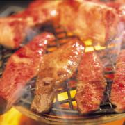 焼肉や寿司を特急レーンで届ける新スタイル食べ放題「ごちそう特急」、いちご食べ放題フェアを実施。