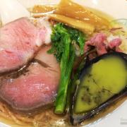 グリーン麺で話題の「麺屋 六感堂」、あみえびを練り込んだピンク麺が登場。4/4・5の2日間限定提供。