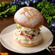 TEDDY'S bigger burgers 表参道、旬のフルーツとホイップクリームを重ねた新感覚のスイーツバーガーを発売。