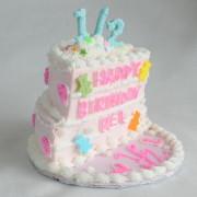 ホールケーキを真っ二つにしたハーフバースデーケーキがブームに。パーティーグッズ専門店で販売スタート。