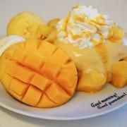 沖縄・恩納村のパンケーキ店、沖縄産完熟マンゴーを丸ごと1個使ったスイーツを期間限定発売。