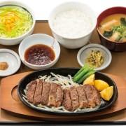 やよい軒、肉の旨味が味わえる牛肩ロースを使用した2種類のステーキ定食を8/4より発売。