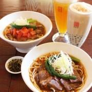 春水堂、煮込んだ牛肉のうまみたっぷりの新メニュー「牛肉麺」「トマト牛肉麺」を発売。