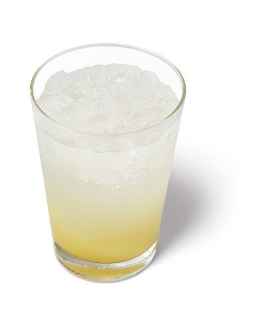 九州産の日向夏と7UP(セブンアップ)がコラボ。モスバーガーに「日向夏ソーダ」が登場。