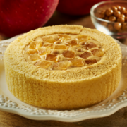 ローソンのスイーツに秋到来、プレミアムロールケーキの新作100品目は「りんごとキャラメル」。