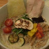 人気ラーメン店ソラノイロ、キノコのうま味にこだわった「ソラのキノコベジ白湯麺」を期間限定発売。