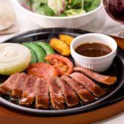 牛赤身肉やフランス産フォアグラが1000円以下、ガストのステーキフェアはXmas前がお得。