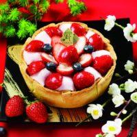 いちご大福がチーズタルトに、パブロ新年限定はベリーと粒あんを重ねた和洋ミックスタルト。