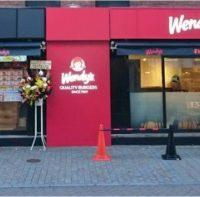 ファーストキッチンとウェンディーズのメニューが両方味わえるコラボ店新たに3店舗オープン。