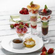 ロイヤルホスト、苺を丸ごと包んだトリュフや「ブリュレパフェ」など苺デザート3種を期間限定販売。