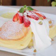 「幸せのパンケーキ」横浜中華街店がオープン。ストロベリーチーズの期間限定メニュー提供。