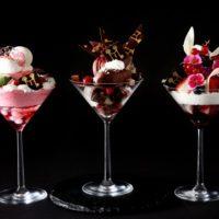 黒トリュフなど高級食材を贅沢に使用した「大人のご褒美パフェ」春バージョン3種が新登場。