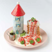 ムーミンカフェにあまおうのイチゴやソースをたっぷり使用したパンケーキが登場。