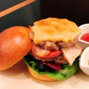 フランス三ツ星シェフ監修「カフェ・トロワグロ」に本格グルメハンバーガーが期間限定で登場。
