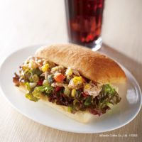 エクセルシオールカフェ、カリッと焼いた鶏のパニーニなど春の新作メニューが登場。
