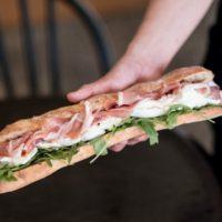 パリ発モッツァレラサンドイッチ専門店が初上陸、うなるほどの美味しさが店名に「ンーモッツァ」オープン。