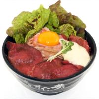 すた丼の人気限定メニュー「Wローストビーフ丼」がダブルソースで復活。