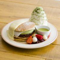 """エッグスン限定パンケーキ、柚子クリームと宇治抹茶が極上の""""和""""を演出。1店舗のみで限定提供。"""