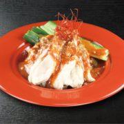 くら寿司、ジューシーな蒸し鶏と特製辛味噌がマッチ「四川風蒸し鶏」新発売。