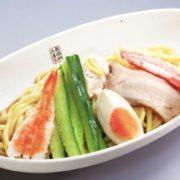 """くら寿司、冷やし中華はじめました。7種の魚介だれの""""旨み""""と酸味が爽やかな人気商品が復活。"""