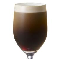 """【レア】マクドナルドに泡立つ""""ビール""""のような「ニトロブリューコーヒー」、限定店舗で提供。"""