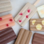 """まるで""""押し花""""アイス、フルーツや花びらが舞うbean to barのショコラバーアイス9種。"""