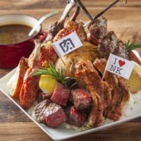 肉ソン大統領、秋葉原店限定で総重量2.9kgの「肉盛りペンタゴンカレー」早食いキャンペーン開催。