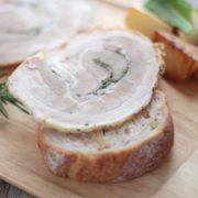 """カルディ、世界各国の""""肉""""を新発売。ローストポークやサラミなど人気のヨーロピアン商品を展開。"""