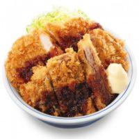 かつや、豚カツと牛カツが乗った「テリマヨ合盛りカツ丼」クセになるタレとボリュームで人気。