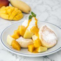 奇跡のパンケーキ「FLIPPER'S」、マンゴーなど旬のフルーツを堪能できる期間限定メニュー発売。
