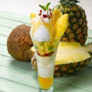 """ロイヤルホストに""""パイナップル&ココナッツ""""のデザート3品が登場。常夏リゾートをイメージ。"""
