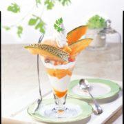 ココス、毎年好評の「北海道産メロンフェア」開催。今年は北海道産赤肉メロンを贅沢に使ったデザート5種類。