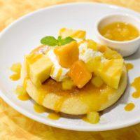 ガスト、トロピカルパンケーキなどハワイを感じるスイーツを夏季限定提供。