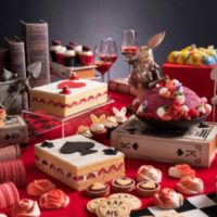 ヒルトン大阪、不思議の国のアリスより構想を得た「デザートブッフェ ~アリスからの招待状~」を開催。