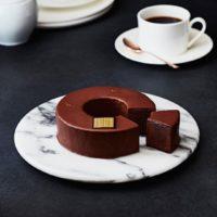 """高級バームクーヘンに""""ゴディバ""""が参入、ダークチョコを溶かした生地をチョコで包んだ大人のお土産誕生。"""