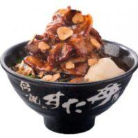 """すた丼史上最高、高さ15cm""""山盛り""""「頂すたみなトンテキ丼」全国発売。"""