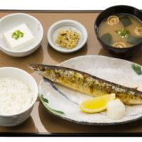 """「やよい軒」北海道産""""新さんま""""の定食をスタート。秋なす味噌炒めの付け合せも同時発売。"""