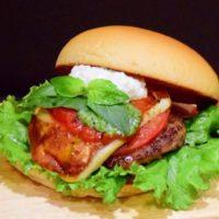 """3rd Burgerに""""ケールスムージー""""と""""モッツアレラバジルバーガー""""が新登場。"""