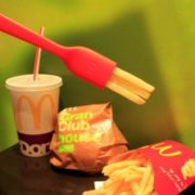 """マック、全米で話題のアイテム""""食べられるフォーク""""が日本初上陸。"""