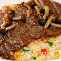"""大阪王将、""""肉撃""""「サーロインステーキ炒飯」を今年も期間限定で発売。"""