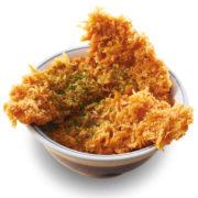 """かつや、新潟ご当地""""タレカツ""""を自慢の鶏ささみで提供。究極に無駄をそぎ落とした味わい。"""