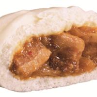 ファミリーマート、ホロッと柔らか豚バラと湯葉の食感が絶妙な「湯葉包みトンポーローまん」新発売。