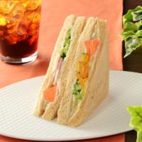 ローソン、「5種の温野菜サラダサンド(バーニャカウダソース仕立て)」などを新発売。