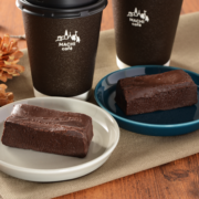 ローソン、濃厚さ際立つ「味わいしっとりガトーショコラ」、「濃厚キャラメルロール」を発売。